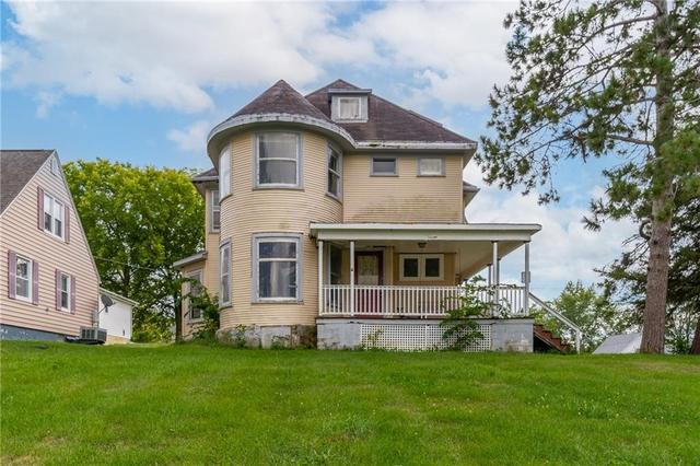 House view featured at 700 Prairie St, Guthrie Center, IA 50115