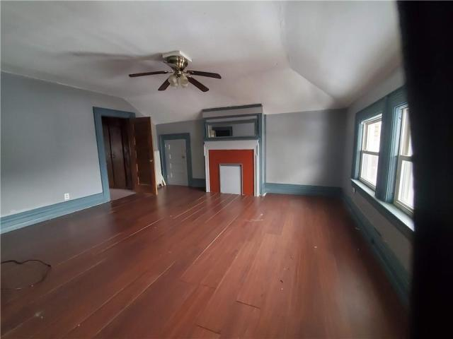 Living room featured at 415 E Moody Ave, New Castle, PA 16105