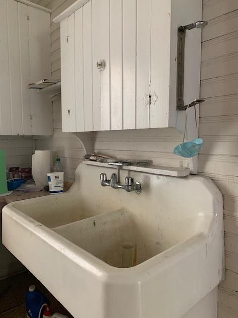 Laundry room featured at 637 Carthage St, Cameron, NC 28326