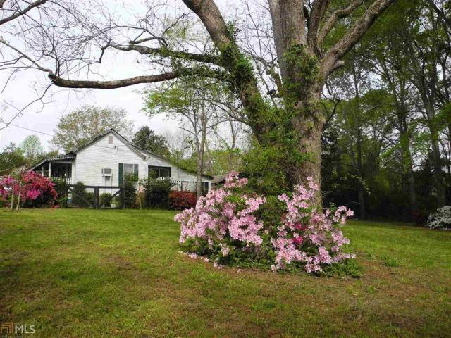 Yard featured at 184 Cato St, Manchester, GA 31816