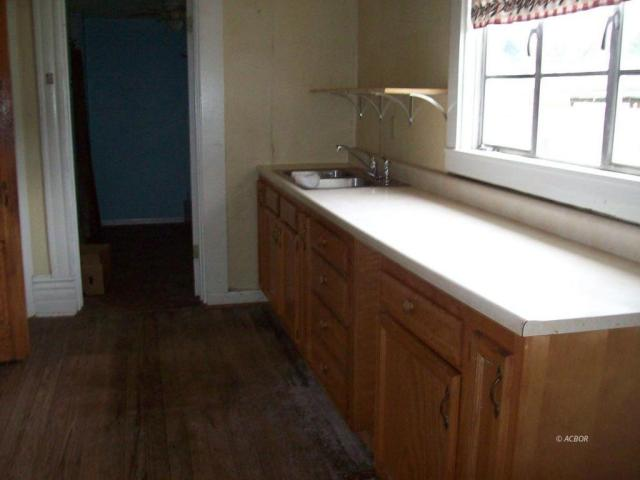 Bathroom featured at 372 Main St, Rutland, OH 45775