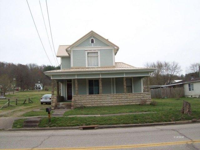 Porch yard featured at 372 Main St, Rutland, OH 45775