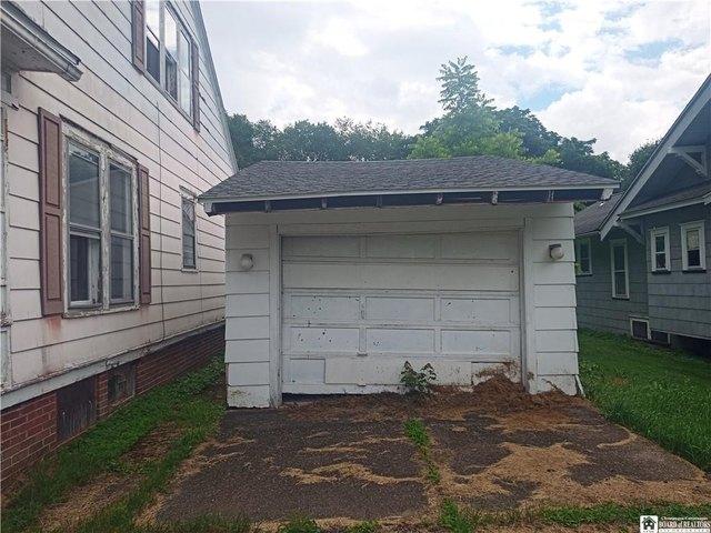 Garage featured at 40 Swan St, Salamanca, NY 14779