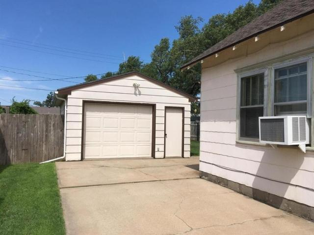Garage featured at 1031 Monroe St, Great Bend, KS 67530