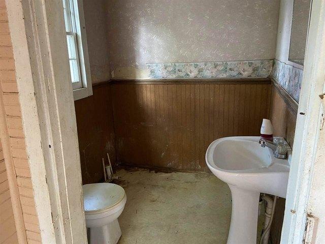 Bathroom featured at 455 Railroad St, Flovilla, GA 30216