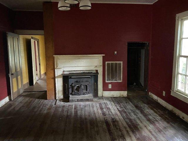 Living room featured at 455 Railroad St, Flovilla, GA 30216