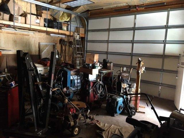 Garage featured at 125 W Pewabic St, Ironwood, MI 49938