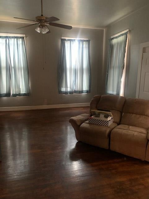 Living room featured at 1708 Bodley St, Vicksburg, MS 39180