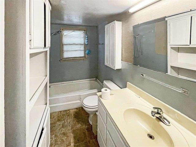 Bathroom featured at 189 Webb Ave E, Ripley, TN 38063