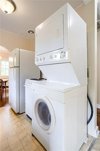 Laundry room featured at 426 Dunbar Ave, Excelsior Springs, MO 64024