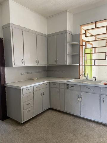 Laundry room featured at 436 E Ash St, Canton, IL 61520