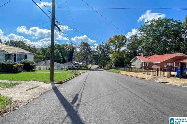 Road view featured at 913 Lockwood Ave, Anniston, AL 36207