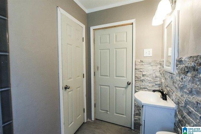 Bathroom featured at 913 Lockwood Ave, Anniston, AL 36207