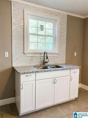 Laundry room featured at 913 Lockwood Ave, Anniston, AL 36207
