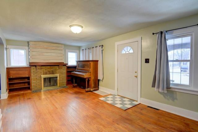 Living room featured at 2111 E Wood St, Decatur, IL 62521