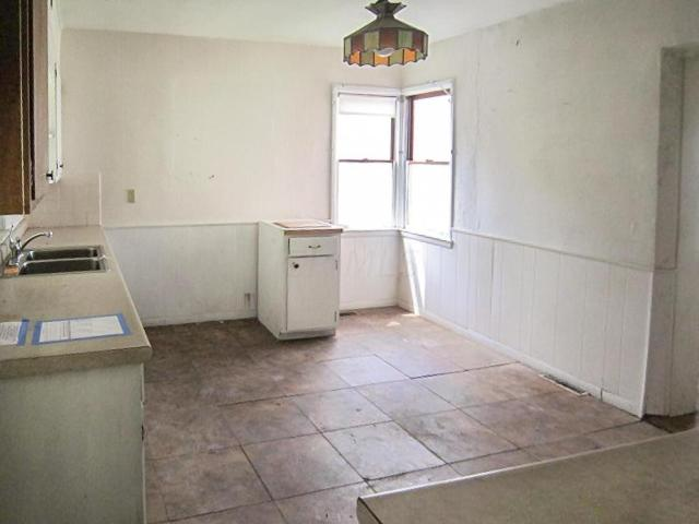 Laundry room featured at 706 N Gay St, Mount Vernon, OH 43050