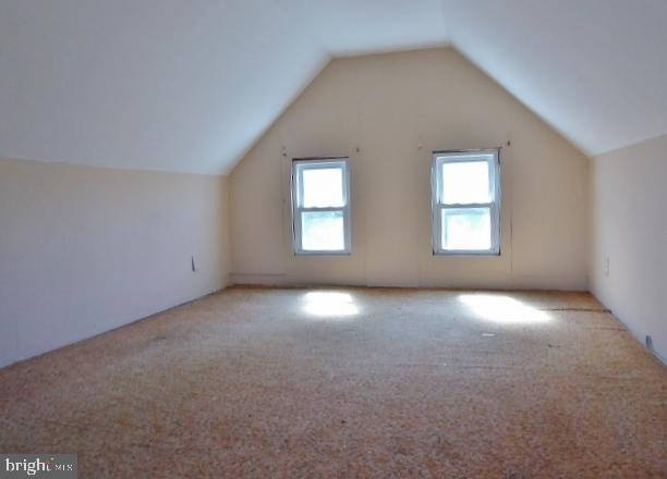 Living room featured at 1789 North Ave, Port Norris, NJ 08349