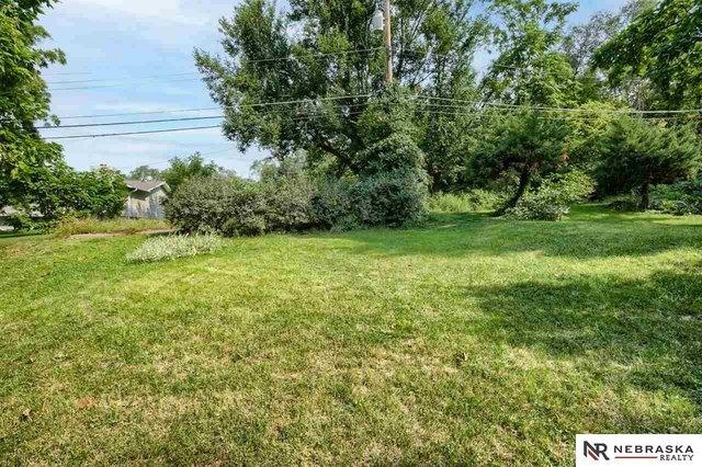 Yard featured at 3316 Ohio St, Omaha, NE 68111
