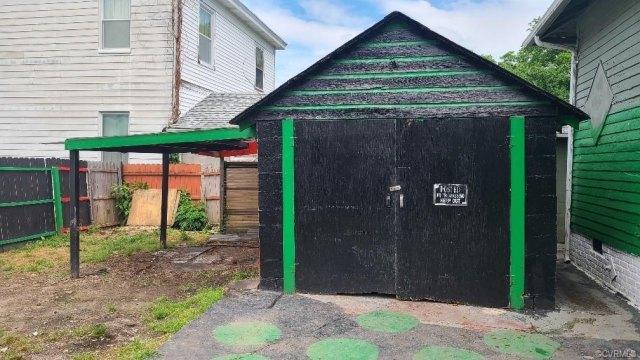 Garage featured at 609 Harding St, Petersburg, VA 23803