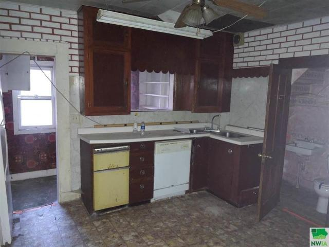 Kitchen featured at 215 N Roosevelt Ave, Cherokee, IA 51012