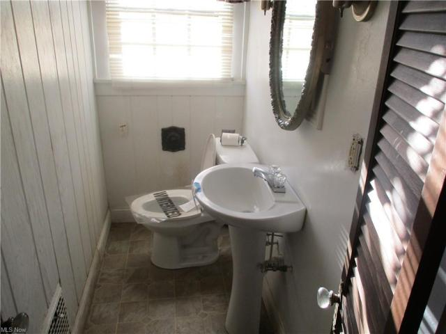 Bathroom featured at 22 Pinehurst Ave, Youngstown, OH 44512