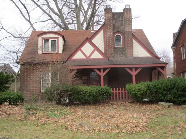 Porch yard featured at 22 Pinehurst Ave, Youngstown, OH 44512