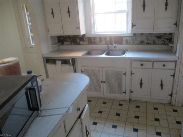 Kitchen featured at 22 Pinehurst Ave, Youngstown, OH 44512