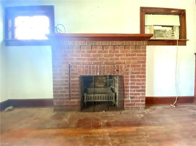 Living room featured at 189 Sandusky St, Plymouth, OH 44865