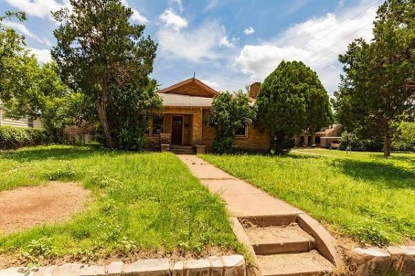 Yard featured at 802 E Wells St, Stamford, TX 79553