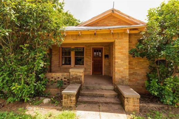 Porch featured at 802 E Wells St, Stamford, TX 79553