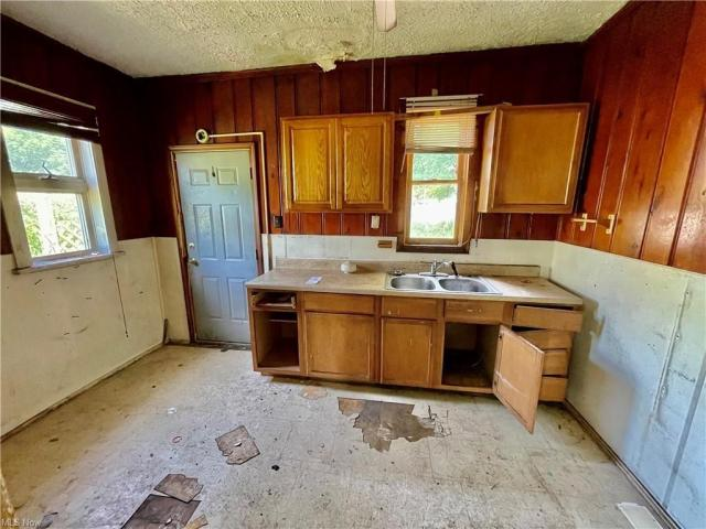 Kitchen featured at 1951 Tuscarawas St E, Canton, OH 44707