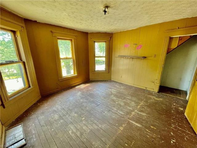 Living room featured at 1951 Tuscarawas St E, Canton, OH 44707