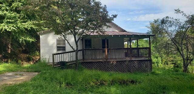 Porch yard featured at 101 Branch St, Galax, VA 24333