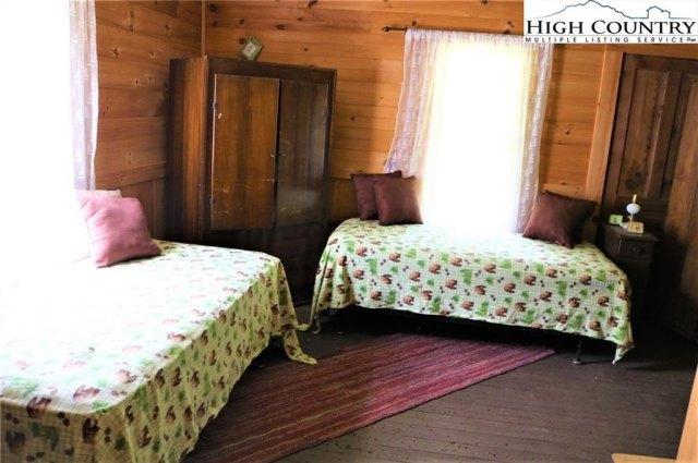 Bedroom featured at 5514 Elk Creek Darby Rd, Ferguson, NC 28624