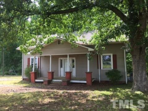 Porch yard featured at 4545 S Us 15 Hwy, Oxford, NC 27565