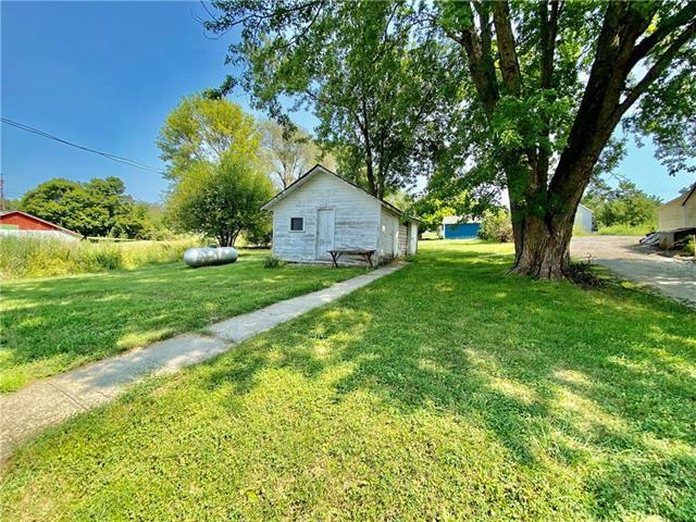 Yard featured at 100 N 2nd St, Elmo, MO 64445