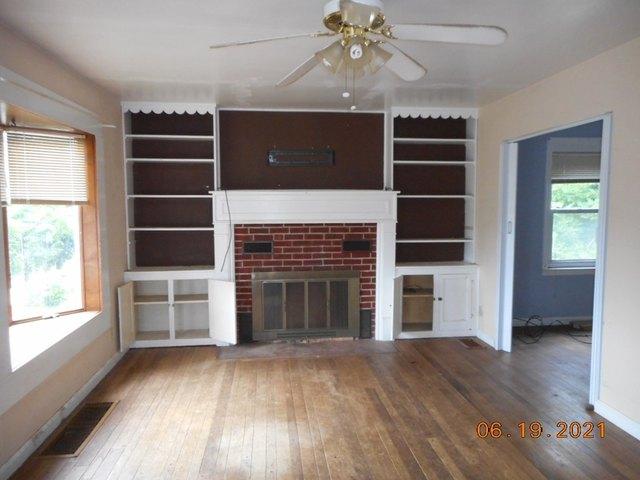 Living room featured at 905 Van Meter Way, West Liberty, WV 26074