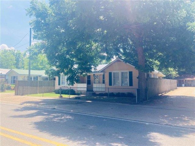 Porch yard featured at 470 Cottonport Ave, Cottonport, LA 71327