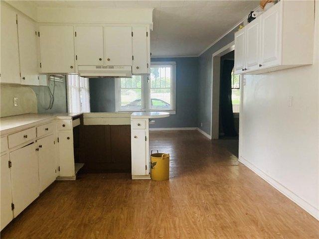 Kitchen featured at 470 Cottonport Ave, Cottonport, LA 71327