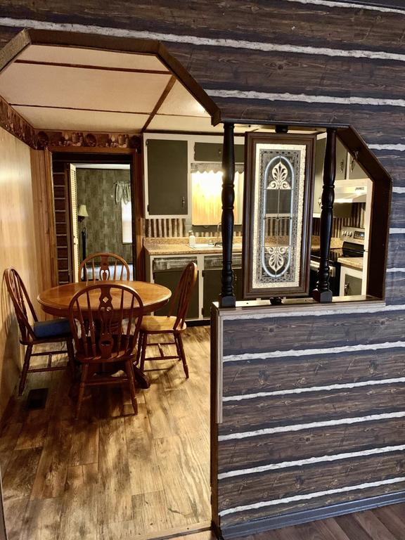 Porch featured at 998 Slate Ridge Rd, Lily, KY 40740