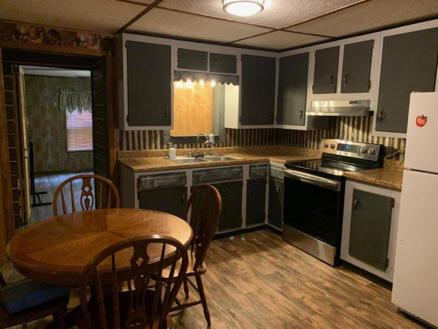 Kitchen featured at 998 Slate Ridge Rd, Lily, KY 40740