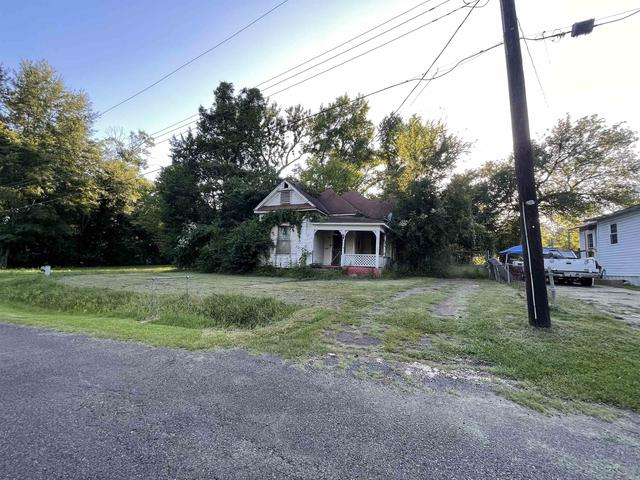Road view featured at 309 Young St, Marshall, TX 75670