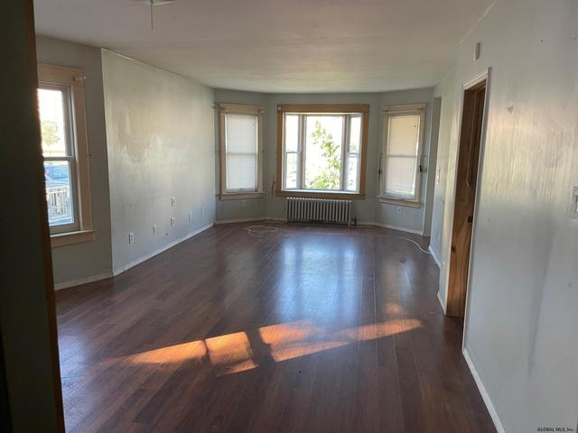 Living room featured at 1318 Santa Fe St, Schenectady, NY 12303