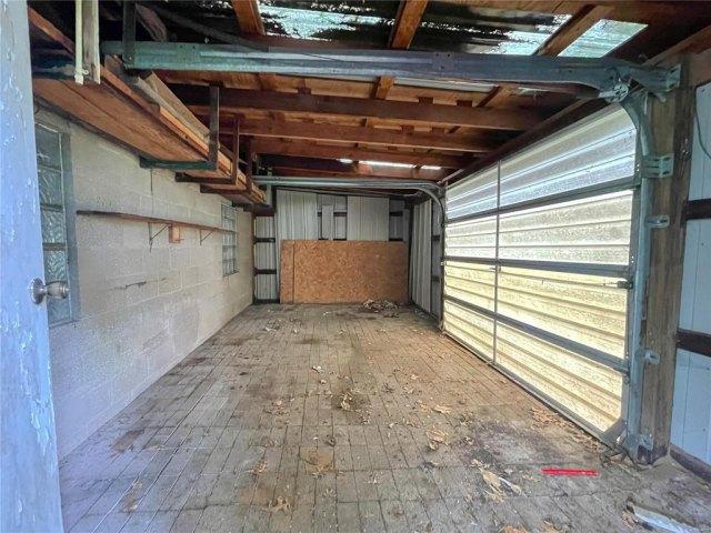 Garage featured at 1418 S Illinois St, Belleville, IL 62220