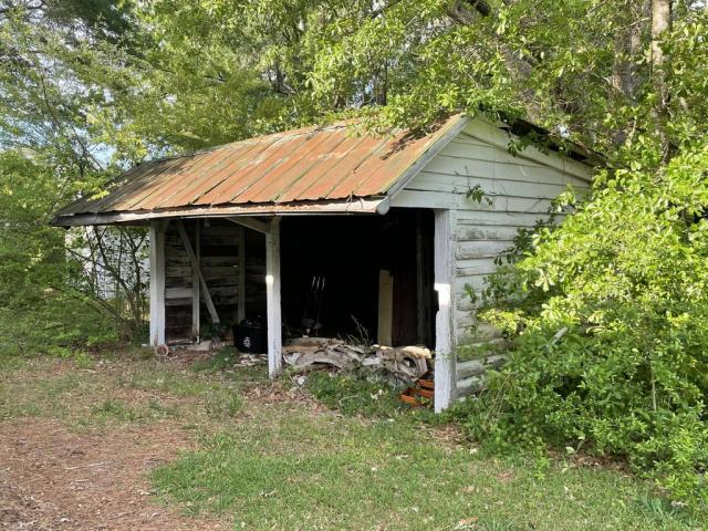 Porch yard featured at 102 N Roberson St, Robersonville, NC 27871