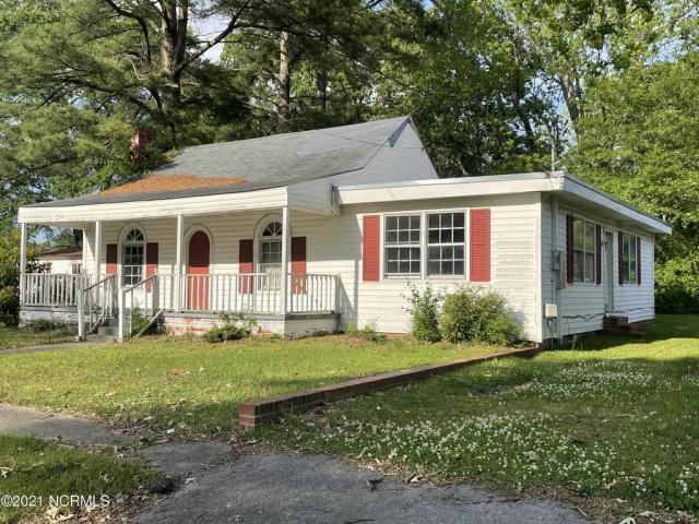 House view featured at 102 N Roberson St, Robersonville, NC 27871