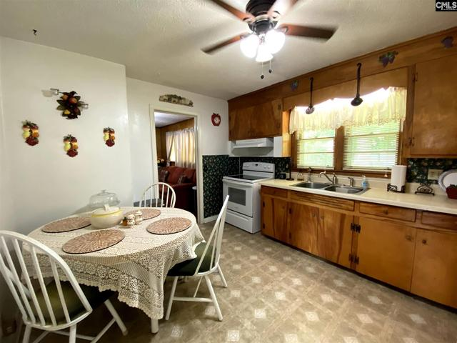 Kitchen featured at 3731 Hearn Dr, Columbia, SC 29223