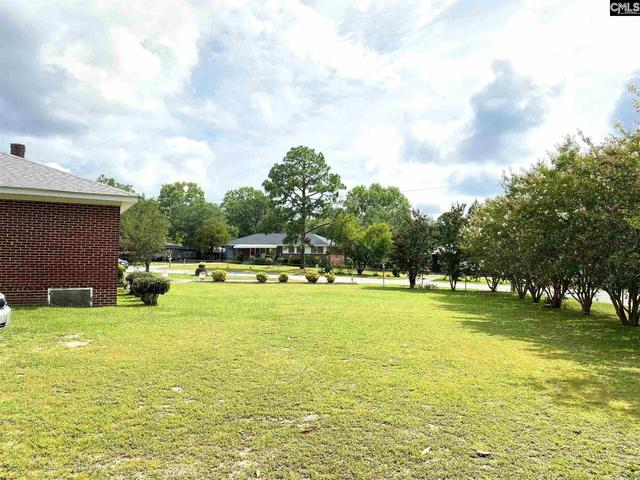 Yard featured at 3731 Hearn Dr, Columbia, SC 29223