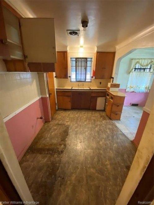 Kitchen featured at 12339 Longview St, Detroit, MI 48213