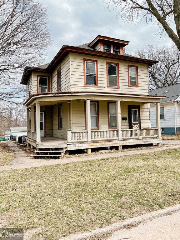 Porch featured at 1508 Market St, Burlington, IA 52601